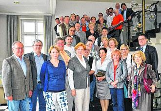Gemeinsame Würdigung von langjährigen Mitarbeitern der Verwaltung.