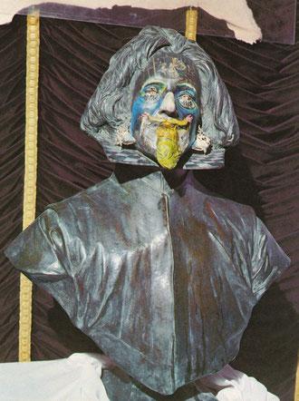 Бюст Веласкеса, превращающийся в три беседующих фигуры