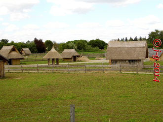Über den Bauzaun geschaut: das Dorf aus der Karolingerzeit.