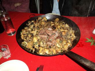 Truffade/saucisse de l'Aveyron gîte de l' Aveyron Clos de Servoline