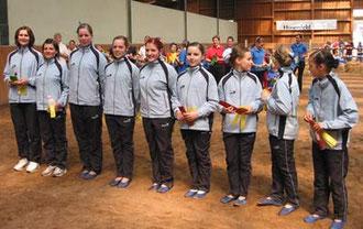 Neue D-Gruppe Sailauf 2: hier ohne Pferd Redford, vorgestellt von Trainerin Birgit und Kathi. Es voltigierten Jasmin, Stephanie, Elisabeth, Lisa, Nina, Alexandra + Mia.