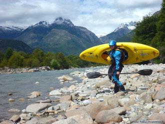 Paddeln am Rio Futaleufu beim Chile Kajak-Trip mit Anne Huebner
