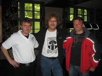 Dragan (l.) und Michi (r.) zusammen mit Bundestrainer Andreas Huber bei den Bezirkseisterschaften in Dachau 2012