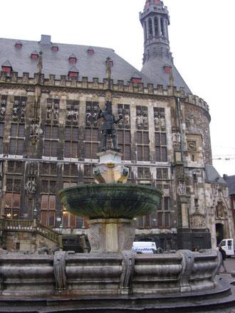 Karl der Große vor dem Rathaus in Aachen, WK