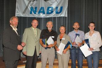 NABU-Landesvorsitzender Hans-Jörg Helm, Landrat Walter Waske, Wilfried und Inge Jacob, Stefan Jacob und Imke Meyer