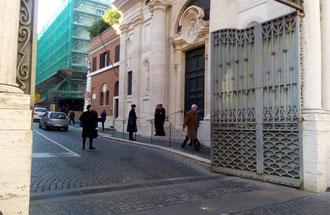 Ворота св. Анны в Ватикане