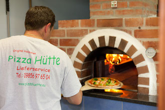Leckere Pizza aus unserem Holzofen!