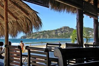 Blick aufs Meer aus dem Strandrestaurant