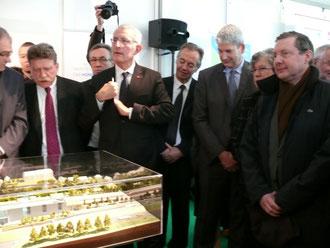 Guillaume Pépy, Président de la SNCF, a fait le déplacement de Granville, où il est venu en train, pour présenter le Régiolis en présence du constructeur, du Préfet de Région et du Président du Conseil régional