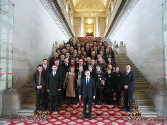Photo-souvenir au pied de l'escalier d'honneur