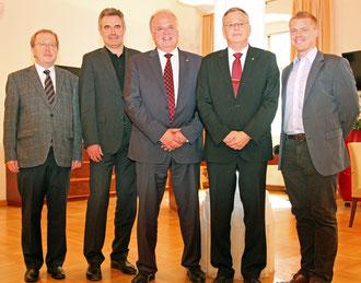 Der neue Lions-Vorstand zu Besuch bei Bürgermeister Dr. Reinhard Resch: Dr. Georg Gruber, Mag. Thomas Tauber, Bürgermeister Dr. Reinhard Resch, Mag. Thomas Neuhauser und Mag. Stefan Taglieber (von links). © Stadt Krems