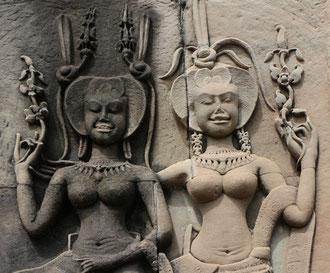 Devatas, himmliche Wesen in Ecken von Angkor Wat