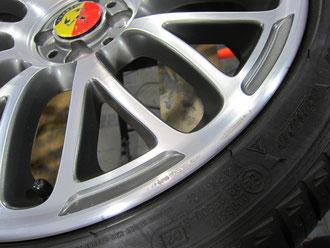 アバルト500(by フィアット500) の純正オプションアルミホイールのガリ傷・すりキズのリペア(修理・修復)前のホイールアップ写真