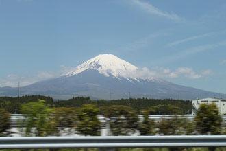 時速100kmで走る高速から見る富士