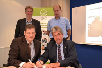 v.l.o. Hr. Rech (Internet Medien Coach), Hr. Senft (Stadt Brakel), Hr. Wortmann (Vorstandsvorsitzender Sicheres Netz hilft e.V.), Hr. Temme (Bürgermeister Stadt Brakel).