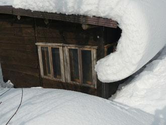 雪に埋まったアトリエ