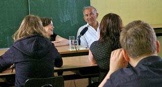 Salomon Finkelstein im Gespräch mit der 10a