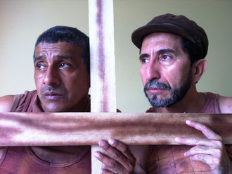 Carlos Valencia y Raymundo Zambrano en 'Las Paredes Hablan'. Foto: Cortesía.