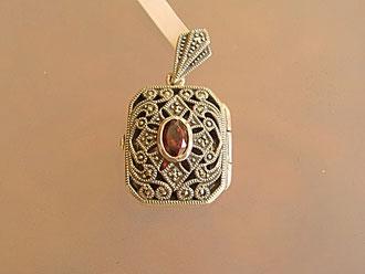 Markasit Anhänger Medaillon für Fotos mit Granat auf Silber rechteckig