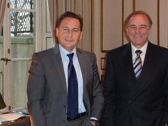Le député Sauveur Gandolfi-Scheit et le ministre de l'Energie Eric Besson, lors de la réunion sur le thème de la centrale de Lucciana, qui s'est tenue le 17 janvier 2012.