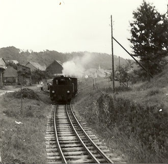 Lok 15 oder 16 mit Wagen 22 an der Stückgutrampe Bf Steeden