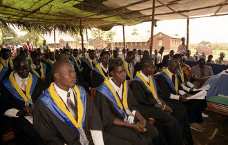Graduation of Medical Personnel in South-Sudan - image: Foundation / AMREF