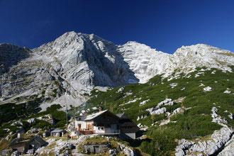 Die Hesshütte mit ihrem Hausberg, dem Hochtor