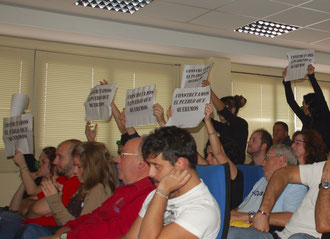 Protestas durante el pleno municipal (Imagen: El Distrito)