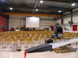 Videovorführung im Hangar der Pilatuswerke