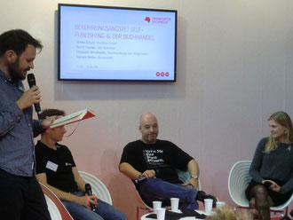 Berührungsängste mit dem Buchhandel? Auf der Frankfurter Buchmesse diskutieren Sönke Schulz, Gerrit Fischer und Elisabeth Windfelder