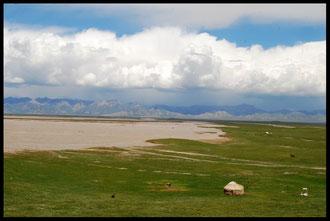 Les yourtes, habitations traditionnelles des éleveurs nomades kirghizes