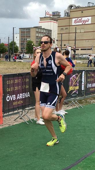 Jens Oliver Müller war beim City-Triathlon ganz vorne mit dabei.
