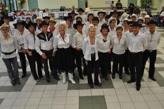 Photo du groupe de danseurs au Téléthon de Landevieille le 03 12 2011 - Photo prise par Jacky CRAS.
