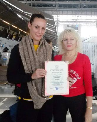 Julia Symannek mit Gabrielle Murg, Senior Legal Consultant der W.M.F. World Muaythai Federation