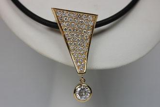 Diamant Anhänger  18ct (750)  Gelbgold  187 Brillanten  Top Wesselton (Feines Weiß)  Si 4,51ct  1 Brillant 1,29ct
