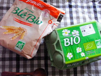 小麦粉や、たまに混ぜる卵はなるべくBIO製品を選んで一歳児の身体に優しいものを。