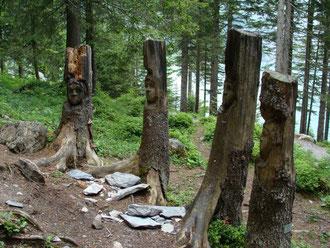 Holzskulpturen Oeschinensee