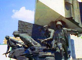 ein Denkmal des Warschauer Aufstandes 1944