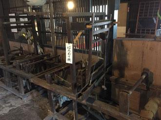現存する古い機織り機