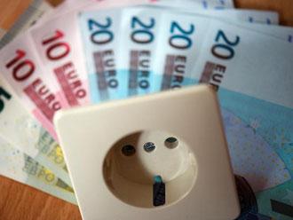 2017 zahlen die Bürger mit ihrer Stromrechnung mehr als 35 Milliarden Euro für Steuern, Abgaben und Umlagen. Foto: Arno Burgi
