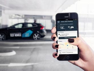 Funkschlüssel im weitesten Sinne: Die Idee vom vollautomatischen Einparken fußt bei Volvo und anderen Herstellern auf der Smartphone-Bedienung. Foto: Volvo