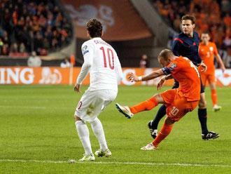 Wesley Sneijder traf in der Nachspielzeit für die Niederländer zum 1:1-Ausgleich. Foto: Koen Van Weel