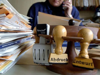 Nach Angaben des Beamtenbunds sind mehr als 170 000 Stellen im öffentlichen Dienst unbesetzt. Foto: Armin Weigel