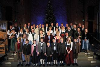 Festabend Münchner Weihnachtssingen Heilige Nacht 2010 mit Carolin Reiber (Moderation), Enrico de Paruta und seiner großen Solistenbesetzung in der Allerheiligen-Hofkirche der Münchner Residenz