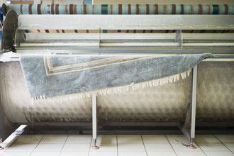 Einweichen und Entstauben vor der Teppichwäsche
