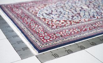 Teppichvermessung und Prüfung des Teppichzustandes bei Wareneingang.