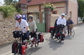 Monique starting for a mile with two tandem from Canada leaving our bed and breakfast in may 2009: kind of pionners!