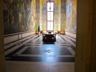 imposante Fresken an den überhohen Wänden