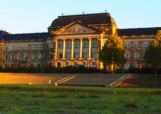 das Parlaments-Gebäude