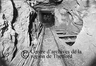 Vue souterraine d'une mine d'amiante, 1933
